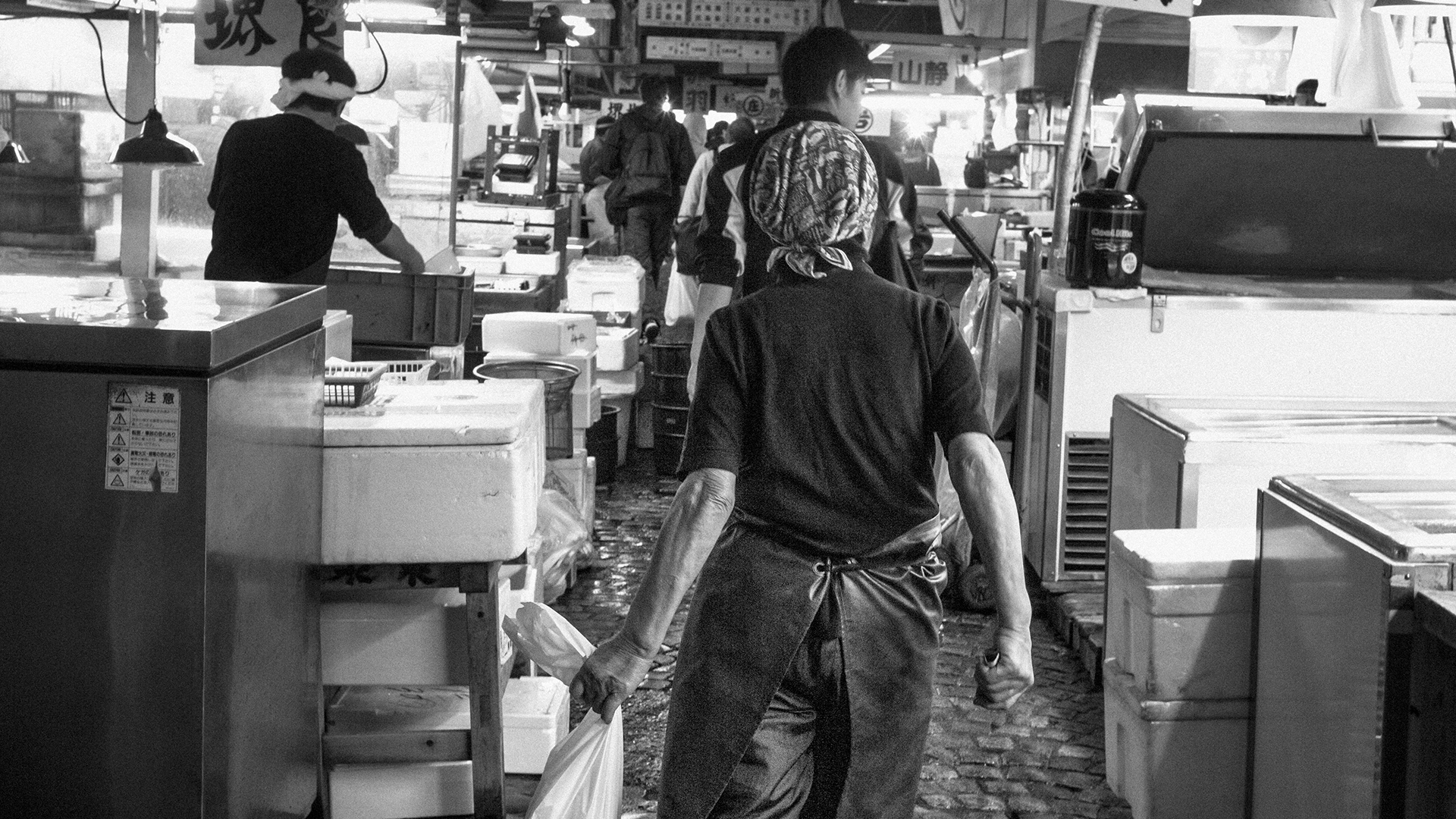 Worker at the old Tsukiji fish market in Tokyo, black and white photo.